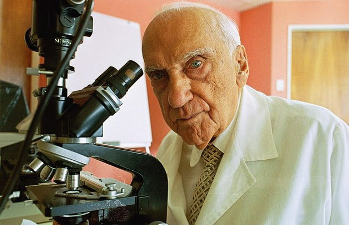 [Image] Jacinto Convit, the scientist who developed the vaccine to fight leprosy was still working to find a vaccine for cancer on his 100th birthday.Described as a popular hero,he never charged a person for the care he gave.