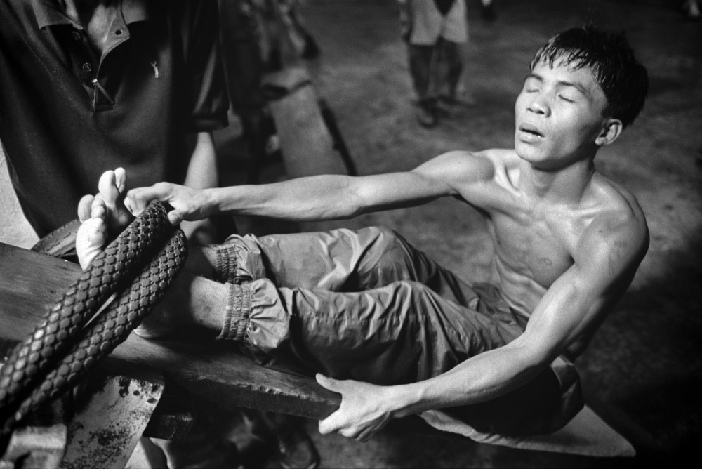 Before he became a world champion: a 17 Year old Manny Pacquiao training on ghetto gym equipment made from bicycle tires and wood [Image]