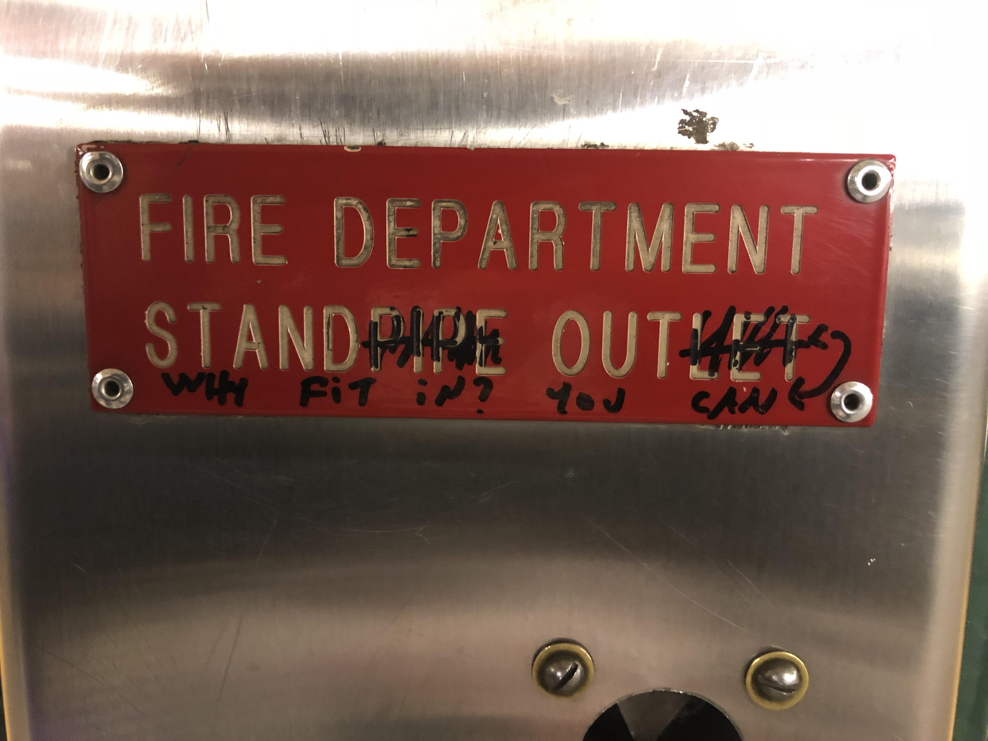 [IMAGE] Why fit in? You can -STAND OUT-. Seen at Penn Station subway / NYC.