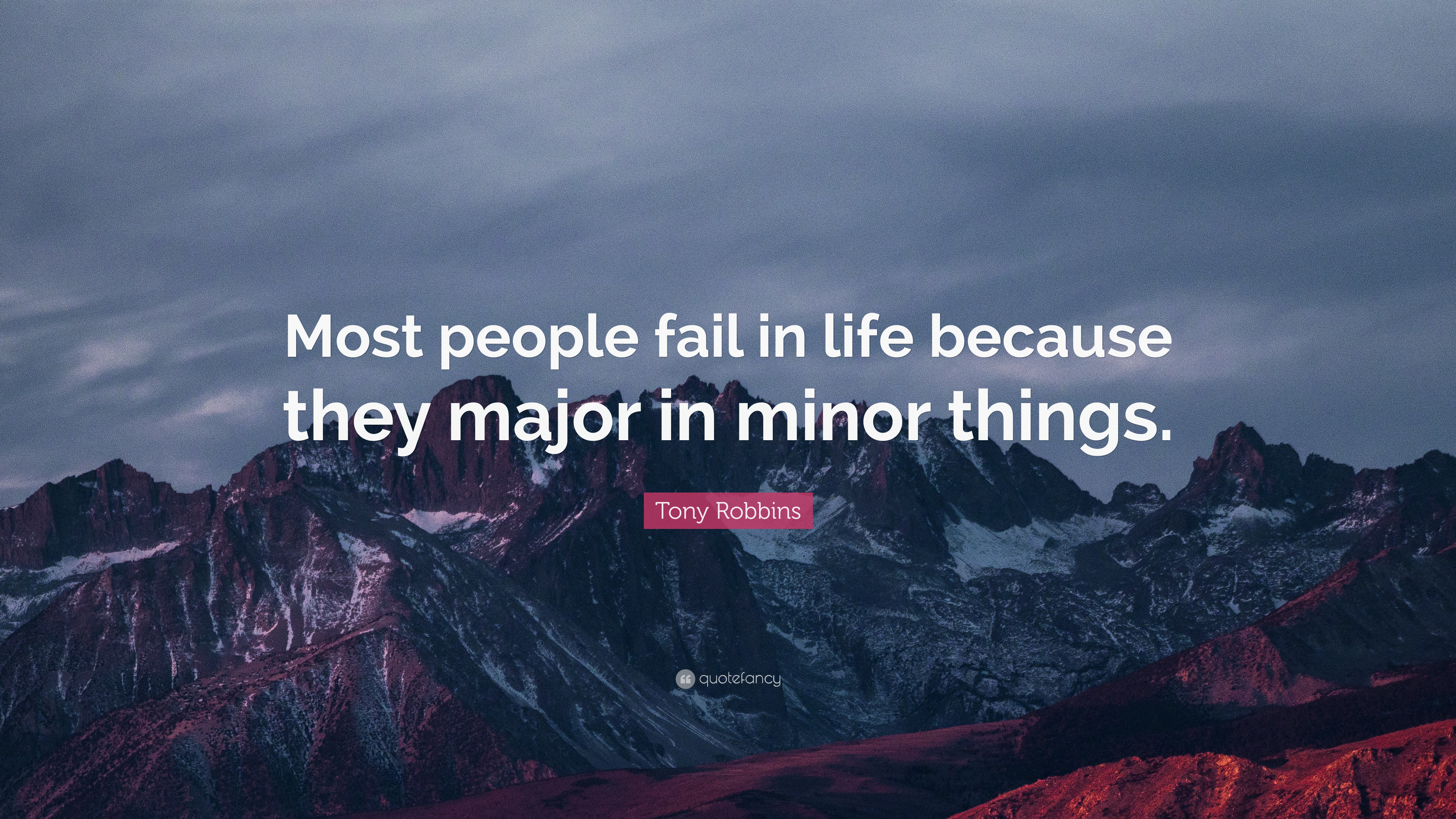 Most people fail in life because they major in minor things. – Tony Robbins [3840 x 2160]