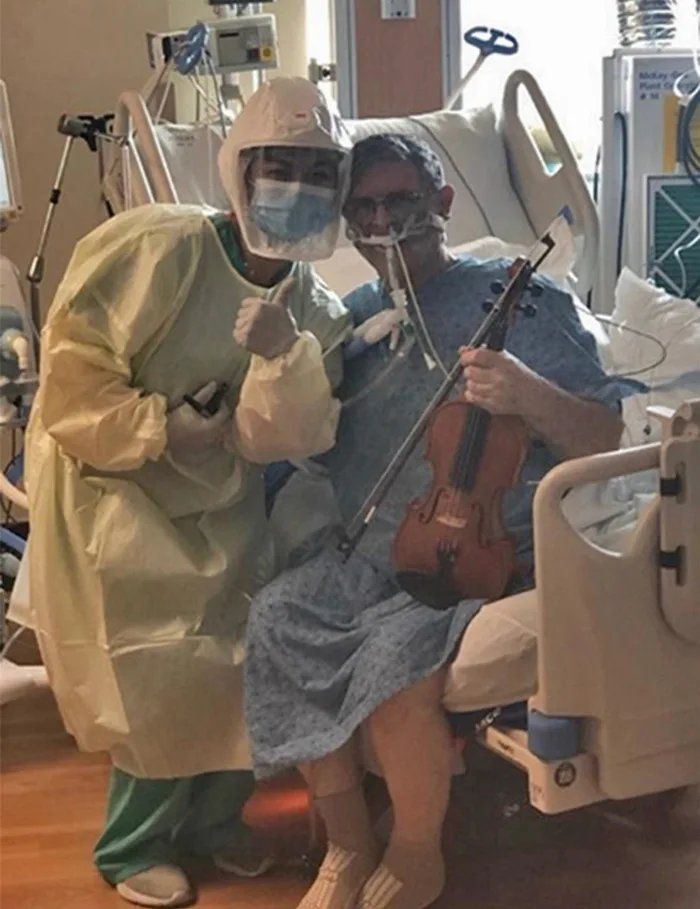 [IMAGE] Intubated Covid-19 patient plays violin to thank health care workers.